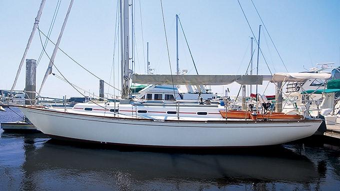 WIND WALKER 36' Custom Cape Dory 1984