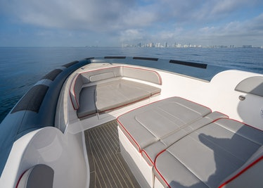 Ocean-1-Rogue-370-tender-bow